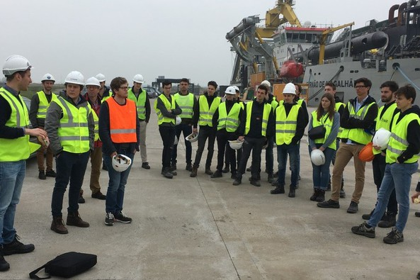 Young CEDA-Be visits trailing suction hopper dredgers in at Port of Ghent