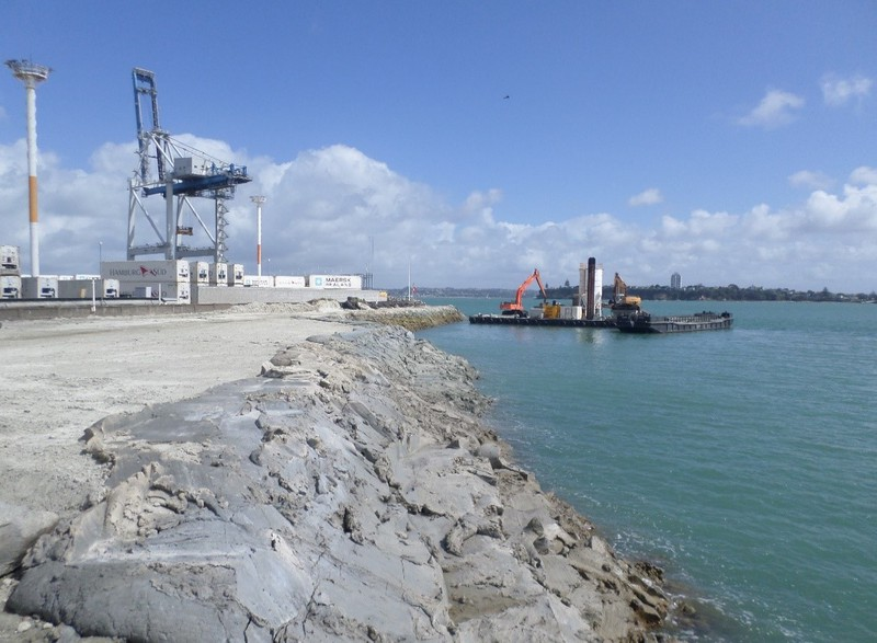 case study port of auckland heron construction // cs_port-of-auckland-heron-construction.jpg (114 K)